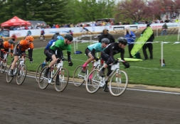Early in the race, Sigma Alpha Epsilon (green jersey) frequently took the lead. An accident later in the race led to their fifth place finish.